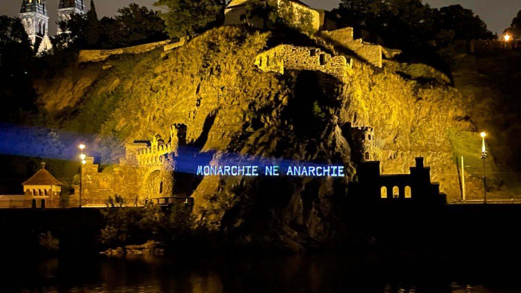 monarchie, ne anarchie, osvícení heslem na pražských památkách